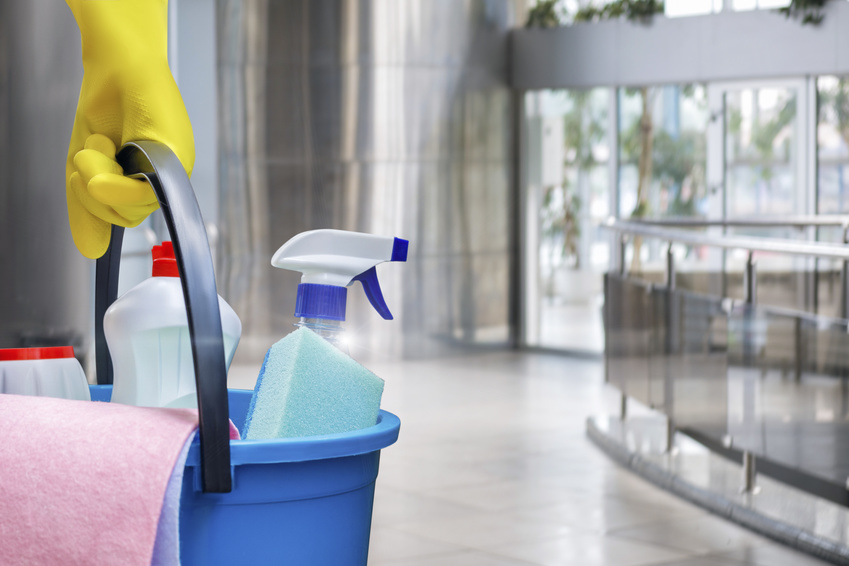 Manual equipment to clean